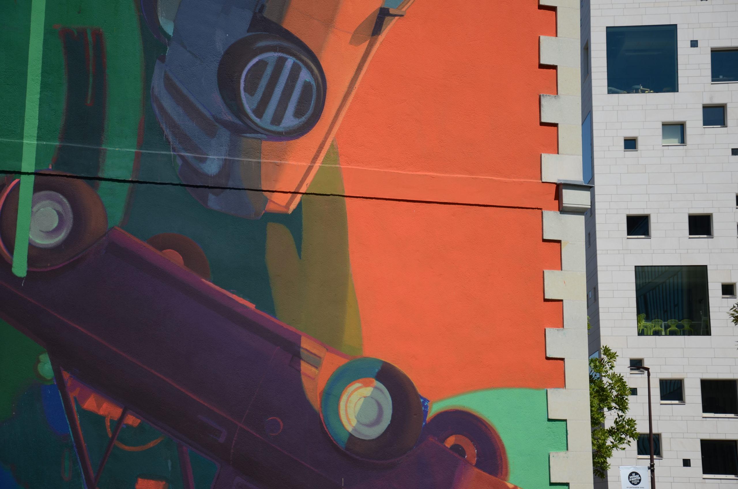 fresque voiture qui tombe sur immeuble Ile de Nantes